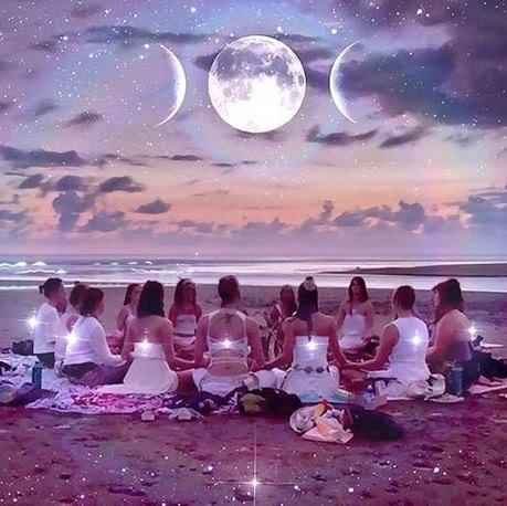 beach goddesses